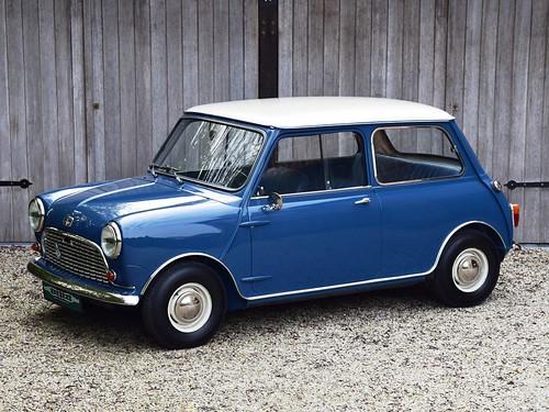 Austin Mini Mk1 Super De Luxe (1966).