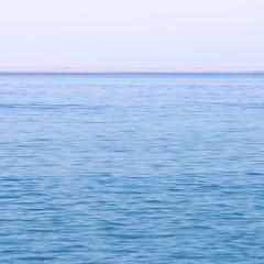 New harizon (Décl'ike) Tags: horizon bleu natureetpaysages carré paysages graphique abstrait océan couleurs