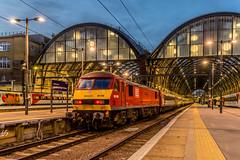 "90019 ""Multimodal"" DB Cargo UK 07:33 Kings Cross - Leeds London 23.10.18 (Paul David Smith (Widnes Road)) Tags: multimodal earlymorning dawn intermodal lner londonkingscross dbcargouk dbcargo 90019"