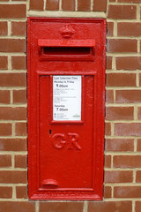 GR postbox, Aldeburgh, IP15 (piktaker) Tags: suffolk aldeburgh ip15 post royalmail letter mail postoffice wallbox red gr