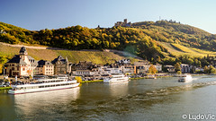 Bernkastel-Kues 02 (Lцdо\/іс) Tags: bernkastel rhénanie rhénaniepalatinat mosel moselle germany europe europa architecture boat deutschland allemagne allemande travel city citytrip vallée river october octobre 2018 lцdоіс
