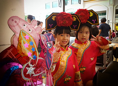 This eve's cuties....besides mooncake time its lantern festival time too... (ShambLady) Tags: 2018 malaysia penang straits quay mall mid autumn festival lantern children girls tradition folkloric clothes red rojo rouge beautiful v sign walk 220918