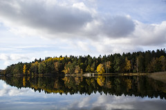 Autumn by the Lake II (Rudi Pauwels) Tags: goteborg gothenburg sverige sweden schweden lake reflections autumn fall tamron 18270mm tamron18270mm nikon d7100 nikond7100