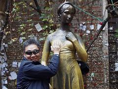 Bronze-Statue der Julia (ingrid eulenfan) Tags: italien italy italia verona julia statue romeoundjulia williamshakespeare bronzefigur hausderjulia fake fälschung flickrfriday