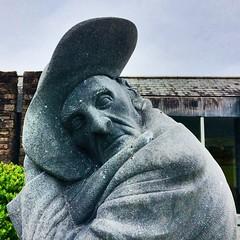 Tomás Ó Criomhtháin, 1856-1937 (Rhisiart Hincks) Tags: cerflun statue sculpture eskultura kizelladur dealbh píosadealbhóireachta awdur skrivagner idazle ùghdar author writer tomásócriomhtháin karrez karratu cèarnagach square sgwâr cearnógach gaeilge gwyddeleg gouezeleg irlandés irlandais iwerzhoneg yernish irish ghàidhligéireannach éire èirinn īrija iwerddon iwerzhon ireland irlanda ирландия 爱尔兰 írország airija 愛爾蘭 ciarraí kerry