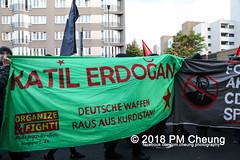 Demonstration: Erdogan Not Welcome! – 28.09.2018 – Berlin - IMG_7750 (PM Cheung) Tags: erdoganistnichtwillkommen friedenfürafrin afrin rojava berlin 28092018 grosdemonstration ypg ypj volksverteidigungseinheiten akp frauenverteidigungseinheiten repression efrîn türkei operationolivenzweig yekîneyênparastinajin yekîneyênparastinagel staatsbesucherdogan operasyonunzeytindalı demonstration kurdistan potsdamerplatz antifa 2018 pomengcheung polizei sek pmcheung mengcheungpo facebookcompmcheungphotography erdogannotwelcome kurden pkk demo protest kundgebung präsidentreceptayyiperdoğan solidaritätsdemonstration westkurdistan nordkurdistan stopptergogan wwwpmcheungcom demonstranten proteste