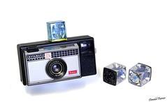 Instamatic 224 Type 059. N° 1132 (donaldpoirier93@yahoo.fr) Tags: appareilphoto instamatic224 kodak flashcube collector collectionneur collection collectiondecaméras camera collectiondappareilsphoto collectiondecameras caméra kamera n°1132 fondblanc film126 type059