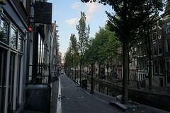 Red lights (Schagie) Tags: redlightdistrict oudezijds amsterdam vroeg early gracht canals city streets stad straat rood holland morgen wallen