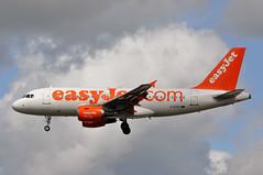 'U212UT' (U28192) MXP-LGW (A380spotter) Tags: flight09112011u25333lgwtls10a0121 approach arrival landing finals shortfinals threshold belly airbus a319 100 gezpg easyjetairline ezy u2 u212ut u28192 mxplgw runway26l 26l london gatwick egkk lgw