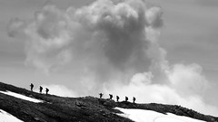 IMG_9520 trekking! (La Patti) Tags: hiking trekking escursionismo maggio may nature natura scalucchia alpe succiso monte casarola emilia romagna italia italy landscape panorama paesaggio sky clouds nubi nuvolo cloud cloudy nuvole mountain montagna mountains montagne outdoor allaperto bianco nero bw black white monocromo hikers escursionisti