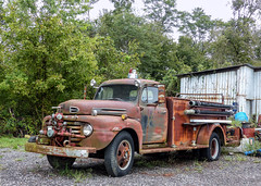 Rusty Old 1948? Ford F-6 Firetruck (J Wells S) Tags: 1948fordf6firetruck pumper ford rust rusty crusty abandoned junk usroute52 clermontcounty browncounty ohio fordtruck