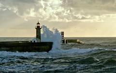 Foz do Douro (vmribeiro.net) Tags: fozdodouro geo:lat=4114862411 geo:lon=867544247 geotagged lavadores portugal prt porto foz do douro farolim lighthouse farol sea sky ocean water boat