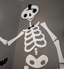 Starbucks Halloween (earthdog) Tags: 2018 googlepixel pixel androidapp moblog cameraphone skull skeleton halloween decoration holiday starbucks coffeehouse face