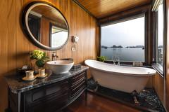 LaReginaLegend-Bathroom