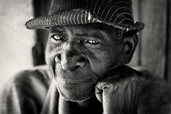 Malawi, village chief (Dietmar Temps) Tags: chief man culture ethnic ethnie ethnology face naturallight oldman hat outdoor people portrait streetphotography tradition traditional 50mm blackandwhite africa afrika afrique remotevillage streetlife malawi nkhotakota lilongwe chewa