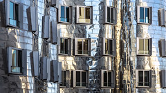 frank gehry facade (bilderkombinat berlin) Tags: ⨀2018 düsseldorf nrw city frankgehry facade germany architecture reflection window unterbilk europa citysights fassaden deutschland europe eu building pattern abstract