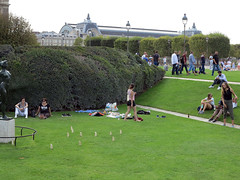 A new lawn game (pivapao's citylife flavors) Tags: paris france people louvre sport