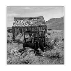 what's left • bodie, ca • 2018 (lem's) Tags: ford t wrecks ruins cabin cabane epave ruine desert ghost town ville fantome bodie ca california rolleiflex