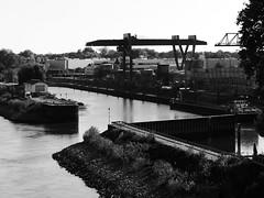 Floßhafen Worms (four-hearts) Tags: worms wo rheinhessen rheinlandpfalz technik industrie hafen floshafen niedrigwasser schwarzweis rhein strom handelshafen