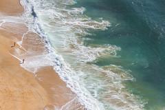 water graphics (maikepiel) Tags: nazare portugal travel beach strand wasser water sea meer ocean spray gischt waves wellen turquoise türkis weiss white tinypeople silhouettes personen leute klein mini little aerial
