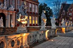 Schlossfiguren (r.wacknitz) Tags: schloss castle wolfenbüttel niedersachsen nikond3400 blauestunde nikkor aurorahdr architektur skulptur historic