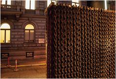 8- MONUMENTO AL TELÓN DE ACERO EN BUDAPEST (--MARCO POLO--) Tags: nocturnas rincones ciudades monumentos calles curiosidades