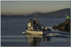 _A655022-aa (tellytomtelly) Tags: bellinghambay salishsea squalicumharbor boat fishingboat harbor bellingham washington olympicmountains lummiisland elizaisland winterhawk sunrise