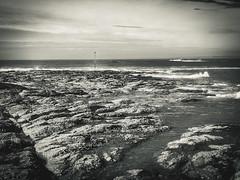 DSCF0441 (tête de noeud) Tags: sea rocks france britain blackandwhite bw beach sky clouds photoshop lomo waves