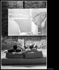 Architettura.... rilassante (magicoda) Tags: italia italy magicoda foto fotografia venezia venice veneto bw persone people maggidavide davidemaggi passione passion voyeur candid bianco nero white black wife upskirt tourists donna woman long legs classic friends streetart nikon d750 dsrl reflex miniskirt 2018 ombre ombra shadow riflesso reflexion riflessi reflection biennale arsenale faccia face portrait ritratto sorriso smile man uomo relax