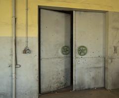 VEB Metall (1) (david_drei) Tags: tür lostplace abandoned decay derelictbuildings lost vebmetall door