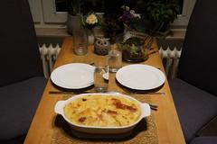 Steckrübenauflauf mit gemischtem Salat (multipel_bleiben) Tags: essen salat auflauf kartoffeln käse gemüse