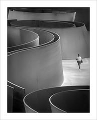 Richard Serra (ximo rosell) Tags: ximorosell bn blackandwhite bw llum luz light people museu bilbao guggenheim richardserra
