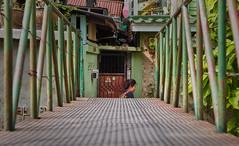 Bangkok – On the other side of the bridge (Thomas Mülchi) Tags: bangkok thailand 2018 bangpladphotowalk bpg bangkokphotographersgroup bangphlat bangphlatdistrict bangplad woman people person bridge footbridge