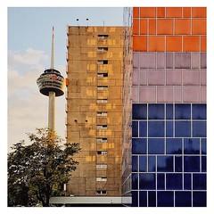 Colonius #goldeneroktober #indiansummer #architecture #architektur #köln #cologne #reflektion #reflection #tiles #kacheln #silhouette #vsco #vscocam #liebedeinestadt