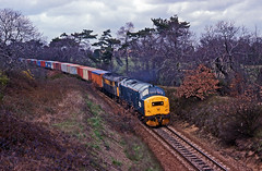 A rare Class31 and Class37 pairing. 37219 pilots an unidentified Class 31 down the Felixstowe Branch east of Derby Road on a Freightliner trip from Ipswich Yard to Felixstowe during April1992. (mikul44171) Tags: 37219 felixstowe branch branchline singletrack po containers swapbodies derbyroad