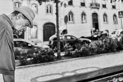 Lissabon Gente de Lisboa 103 bw (rainerneumann831) Tags: bw blackwhite street streetscene ©rainerneumann urban monochrome candid city streetphotography blackandwhite gentedelisboa lisboa lissabon mann