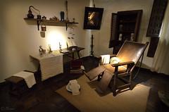 Barbería (Explore 2018.11.2) (Txemari Roncero) Tags: barberia cervantes alcaladehenares madrid españa antiguo interior muebles casa txemarironcero nikon nikond7000 tokina1224