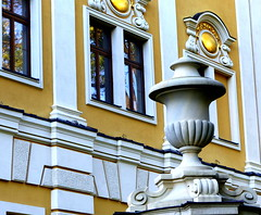 Pałac - Pieszyce. (andrzejskałuba) Tags: polska poland pieszyce dolnyśląsk silesia sudety europe panasoniclumixfz200 pałac palace architektura architecture dom house okno okna windows yellow żółty złoty golden beautiful color cegły wall zabytek monument