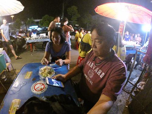Chiang-Mai Saturday night market papaya salad