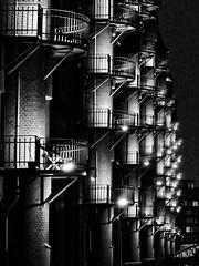Speicherstadt Hamburg bei Nacht #hamburg #speicherstadt #nacht #available_light  #schwarz_weiss #monochrom #bw #stadtansichten #street (susawahl) Tags: stadtansichten street availablelight monochrom hamburg nacht schwarzweiss bw speicherstadt