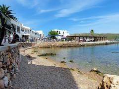Petite plage de Fornells (Raymonde Contensous) Tags: espagne baléares minorque menorca fornells esmercadal mer paysage nature plage crique village maisons