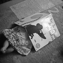 Read a book (КлементГ) Tags: read reading lire lecture livre enfant girl kid