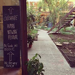 Everything tastes better when #ouishare. Tout devient meilleur quand on partage. Welcome beings of the #humannetworkfestival It s a pleasure to have you! (apocapocbcn) Tags: ouishare event blackboard pizarra entrance nest
