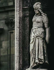 (Lanpernas .) Tags: escultura monumento modernismo donostia okendo guerrera warrior woman amazona