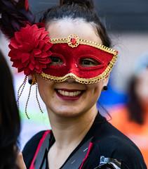 Carnaval Integra 2 en colores, Santiago de Chile (Mario Rivera Cayupi) Tags: santiagodechile color ciudad city máscara mask mujer woman belleza sonrisa smile flor rojo flower red