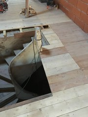 Combining the old staircase with the new floor
