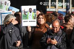 Demonstration: Erdogan Not Welcome! – 28.09.2018 – Berlin - IMG_7592 (PM Cheung) Tags: erdoganistnichtwillkommen friedenfürafrin afrin rojava berlin 28092018 grosdemonstration ypg ypj volksverteidigungseinheiten akp frauenverteidigungseinheiten repression efrîn türkei operationolivenzweig yekîneyênparastinajin yekîneyênparastinagel staatsbesucherdogan operasyonunzeytindalı demonstration kurdistan potsdamerplatz antifa 2018 pomengcheung polizei sek pmcheung mengcheungpo facebookcompmcheungphotography erdogannotwelcome kurden pkk demo protest kundgebung präsidentreceptayyiperdoğan solidaritätsdemonstration westkurdistan nordkurdistan stopptergogan wwwpmcheungcom demonstranten proteste