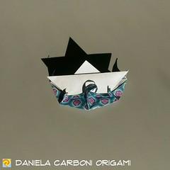 """Origami Challenge 160/365 """"Acque agitate"""" Modello creato nel 2018. I modelli mancanti alla challenge 365 saranno recuperati nel prossimo fine settimana. -------------------------------------------- """"Troubled water"""" Model created in 2018. The missing model (Nocciola_) Tags: troubled papiroflexia acque paperfolding originaldesign ship danielacarboniorigami paper barchetta water origami paperart agitate cartapiegata createdandfolded"""