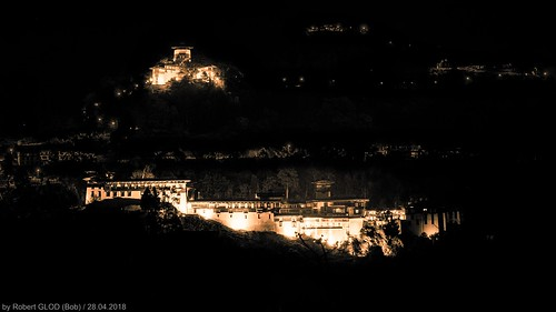 Yangkhil Resort (Hotel) - View of the Trongsa Dzong