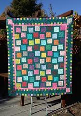Fast fertig - Gemeinschaftsarbeit (Sockenhummel) Tags: quilt patchwork flyingsquares bunt handarbeit decke